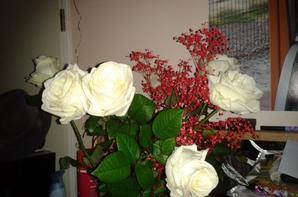 mes roses de st valentin + son cadeau a mon ange que j aime