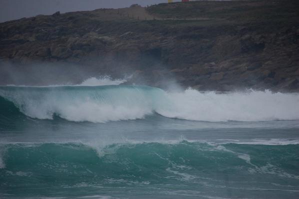Trop belle la couleur de la mer tout ca sous un ciel gris et pluvieux..