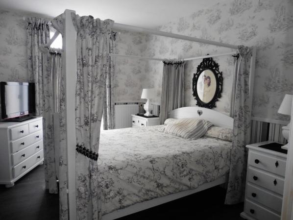 107 - DECO - de chambre baroque toile de jouy  blanc/gris  fait main