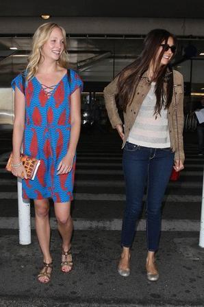06/07/2012 Nina, et ses partenaires de Vampires Diaries, Candice Accola & Claire Holt arrivent à LA! Le tournage de la saison 4 a commencé!!!! Loove xx)) ♥