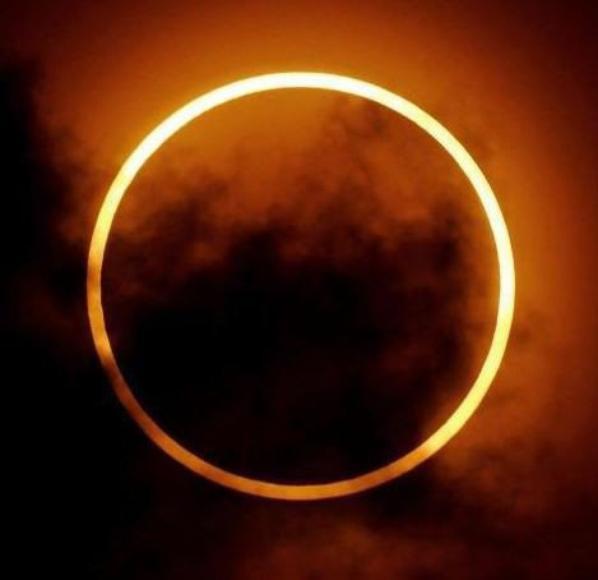 Le soleil brille, la lune éclaire, mon c½ur bouillonne et la passion me dévore
