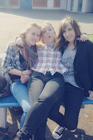 Ma vie comporte peu d'amies filles mais elles ont réussi a s'intégrer ♥ Je vous adore