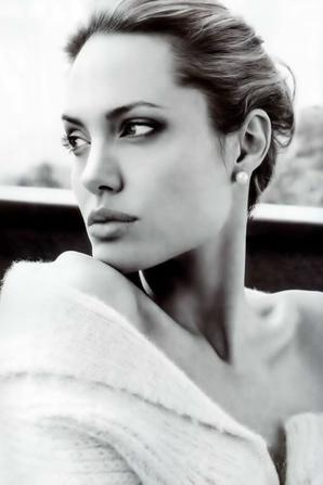 femme en noir et blanc