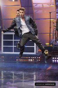 Justin Bieber trés sexy sur le plateau de Tonight Show