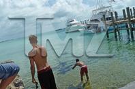 Justin Bieber trés sexy quand il nage avec les requins