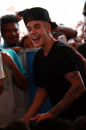 Justin Bieber trés sexy à Tacloban, Philippines
