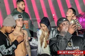 """Justin Bieber trés hot dans la boite de nuit """"Set"""" à Miami"""