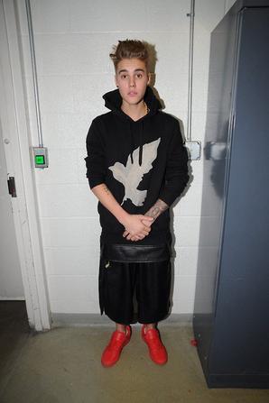 """Justin Bieber Photo d'identité judiciaire lors de son arrestation pour 'course de voiture' à Miami """"Part 2"""""""
