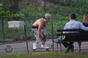 Justin Bieber trés sexy quand il fait du skateboard dans NYC