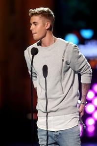 Justin Bieber remporte le Charity Champs Awards lors des Young Hollywood Awards 2014 à Los Angeles