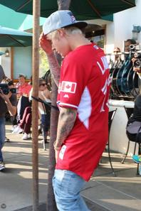 Justin Bieber au Urth Caffe à West Hollywood, Californie.