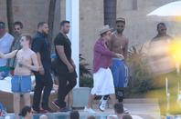 """Justin Bieber à la piscine de son hôtel à Miami, Floride """"Part 3"""""""