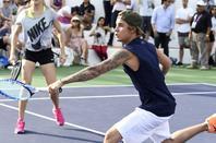 Justin Bieber trés séxy en joueur de tennis à la 11e édition du tournoi Desert Smash organisé par Will Ferrell.