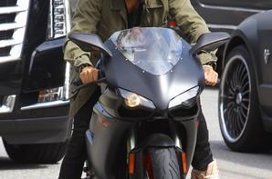 Justin Bieber faisant de la moto à Los Angeles, CA.