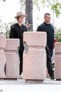 Justin Bieber faisant du shopping en Californie