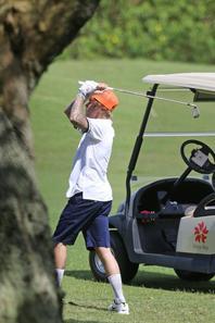 Justin Bieber faisant du golf à Hawaï