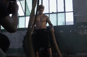 Justin Bieber trés hot dans les coulisses de son shooting pour Cosmopolitan