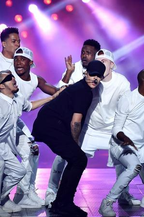 Justin Bieber sur scène pour les MTV Video Music Awards 2015 à Los Angeles, CA.