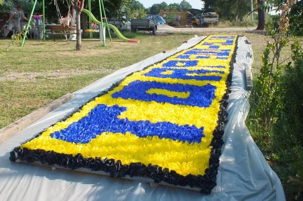 Le 20 Juin, nous avons procédé à l'essai de la banderole de fleurs de crépon.