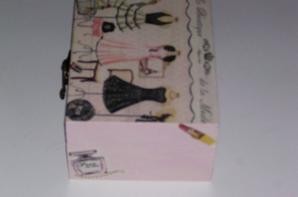 boîte a bijoux en bois décorer d'une serviette en papier la boutique a la mode