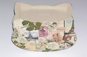 tirelire en bois décorer d'une serviette en papier paris