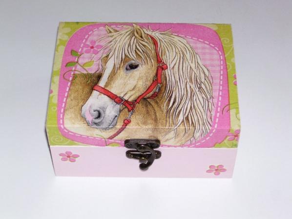 boîte a bijoux tête de cheval décorée en serviettage