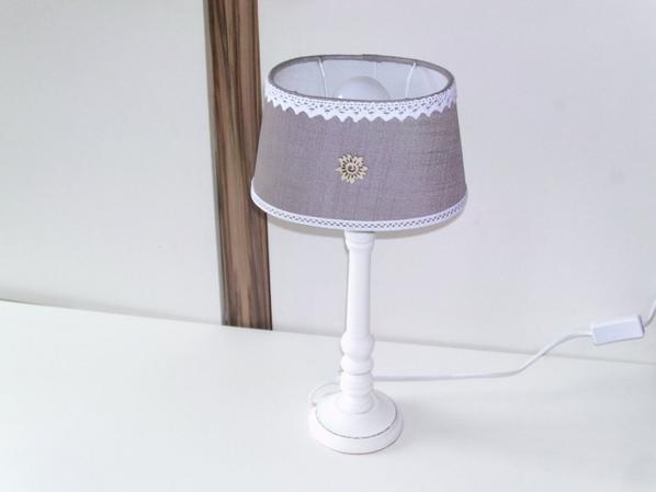 lampe de chevet en bois blanche et grise
