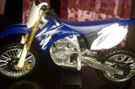 FAIRE DU SPORT MECANIQUE - YAMAHA YZ F CROSS ECHELLE 1/12.