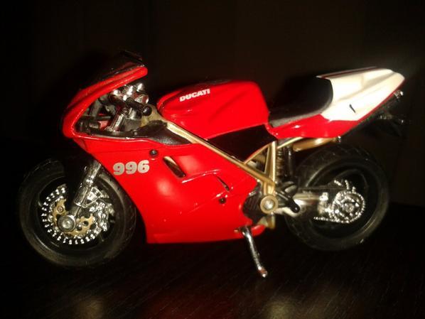 JOLIS !!!!! DUCATI 996 - SPORTIVE ECHELLE 1/18.