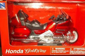 UNE ÉNORME MOTO - HONDA GOLDWING - ROUTIÈRE ET GD TOURISME ECHELLE 1/12.