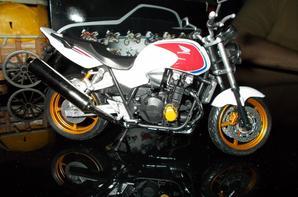 BELLE MOTO - HONDA CBSF - ROADSTERS ECHELLE 1/12