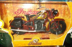 ORIGINALE CETTE MOTO  INDIAN SPORT SCOUT- ECHELLE 1/12