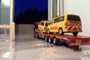 grue replier place au chargement des voiture pilote pour le depot