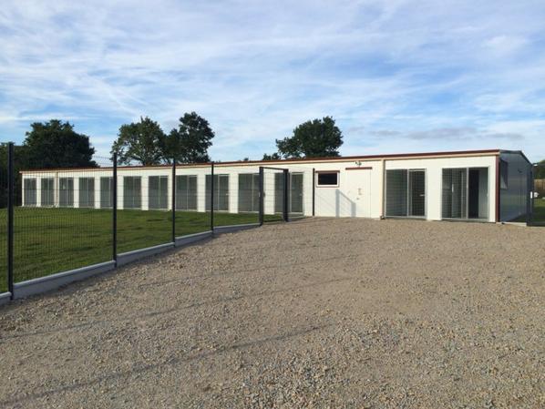 COMPLEXE CANIN de 330 m² isolé et facile d'entretien dans le 85