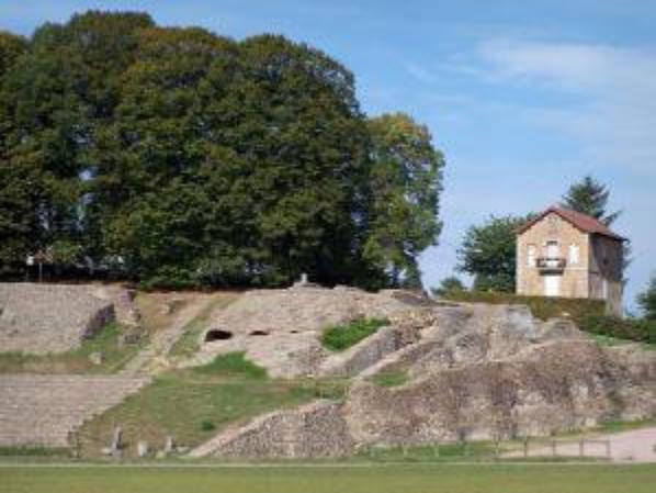 vestiges du théatre romain -AUTUN