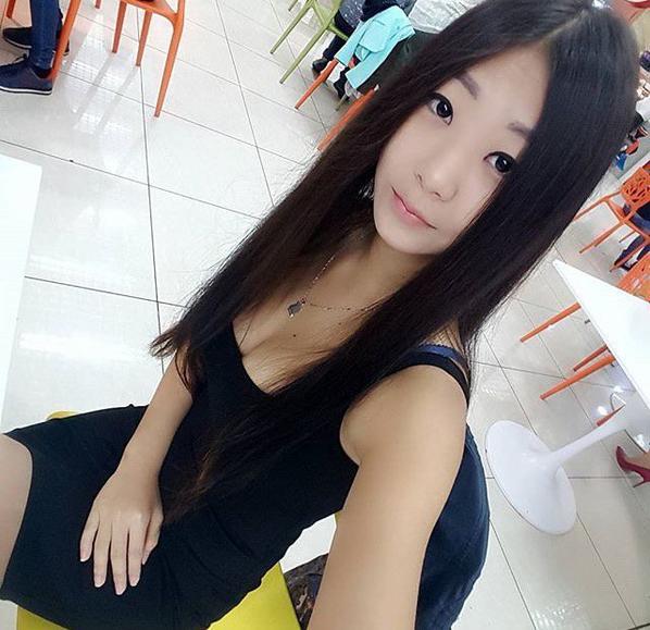 une asiatique sensuelle et sexy