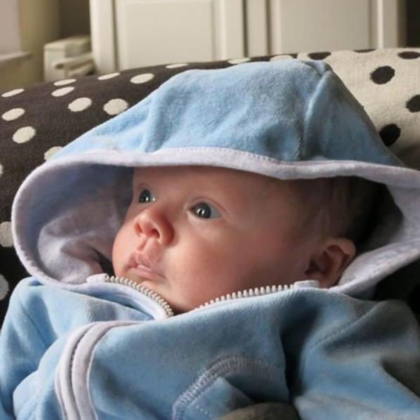 gros poutoux mon neveu adorer qui a tout juste 1 mois..