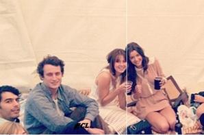 Eleanor a une soirée avec des amis