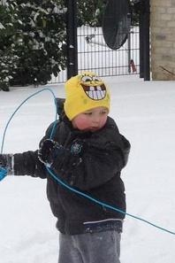 mon ptit coeur et sa coussine qui joue dans la neige