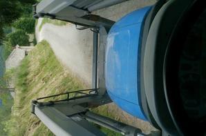 New Holland T5050 avec plateaux Poncet
