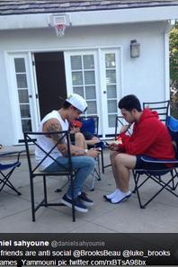16/09/2013 - Photos des garçons, postées récemment à Los Angeles (3)
