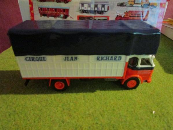 Porteur du cirque Jean Richard !!!