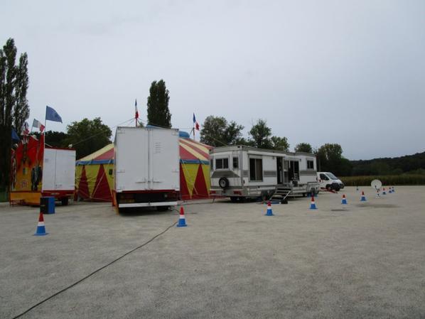 cirque CANCY commune LE VIGAN , le 1 er octobre 2017 , véhicule pub , vue générale !!!