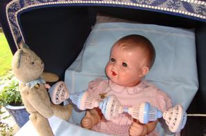 il a eu beaucoup de mal à s'endormir bébé Charles ,tant il s'amusait joyeusement avec ce  joli boulier...il est heureux tout autant que moi de ce cadeau surprise que j'aime infiniment .Charles,Nours et moi t' embrassons bien fort Christine .