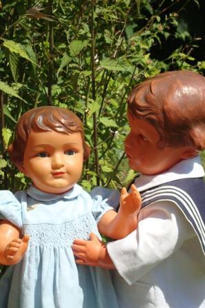 Claudinet est grognon,Claudine ne veut pas jouer avec lui .....