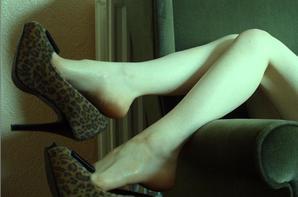 Les magnifiques pieds de Laetitia, aller voir son blog/site ;)