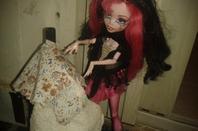 #2 Pauvre Cendrillon , ce qui est bien ces qu'elle a trouver une robe :(