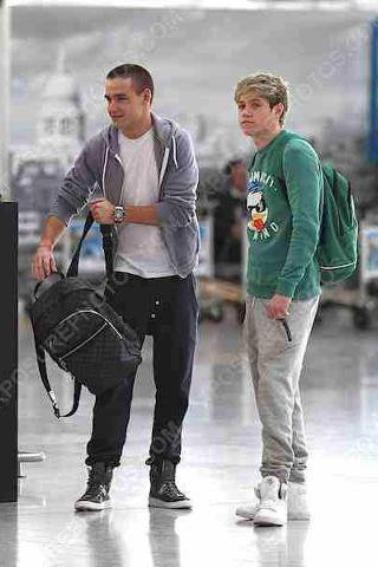 Niall et Liam et harry  aujourd'hui a l'aéroport de Londre pour aller a L.A.