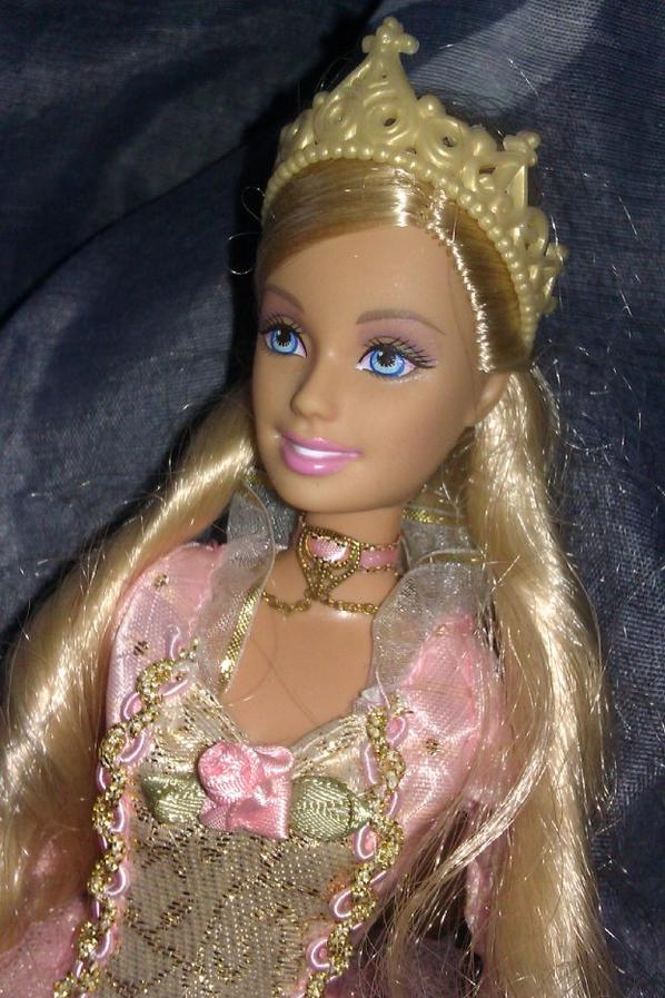 Anneliese (Barbie coeur de princesses 2004)