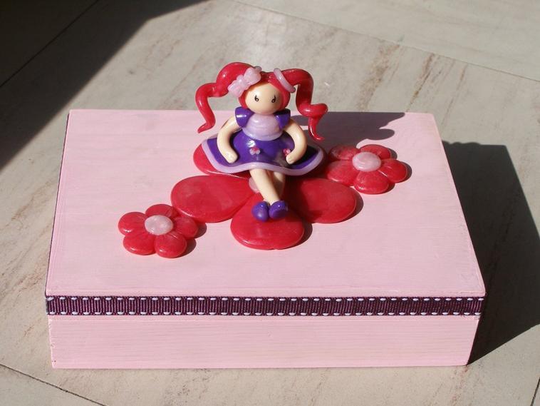 Boite terminée avec la dolls cheveux roses